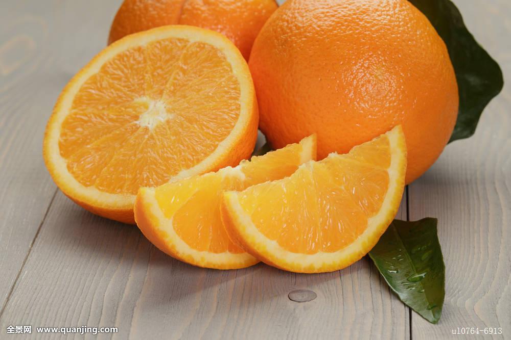 成熟橘子木桌子