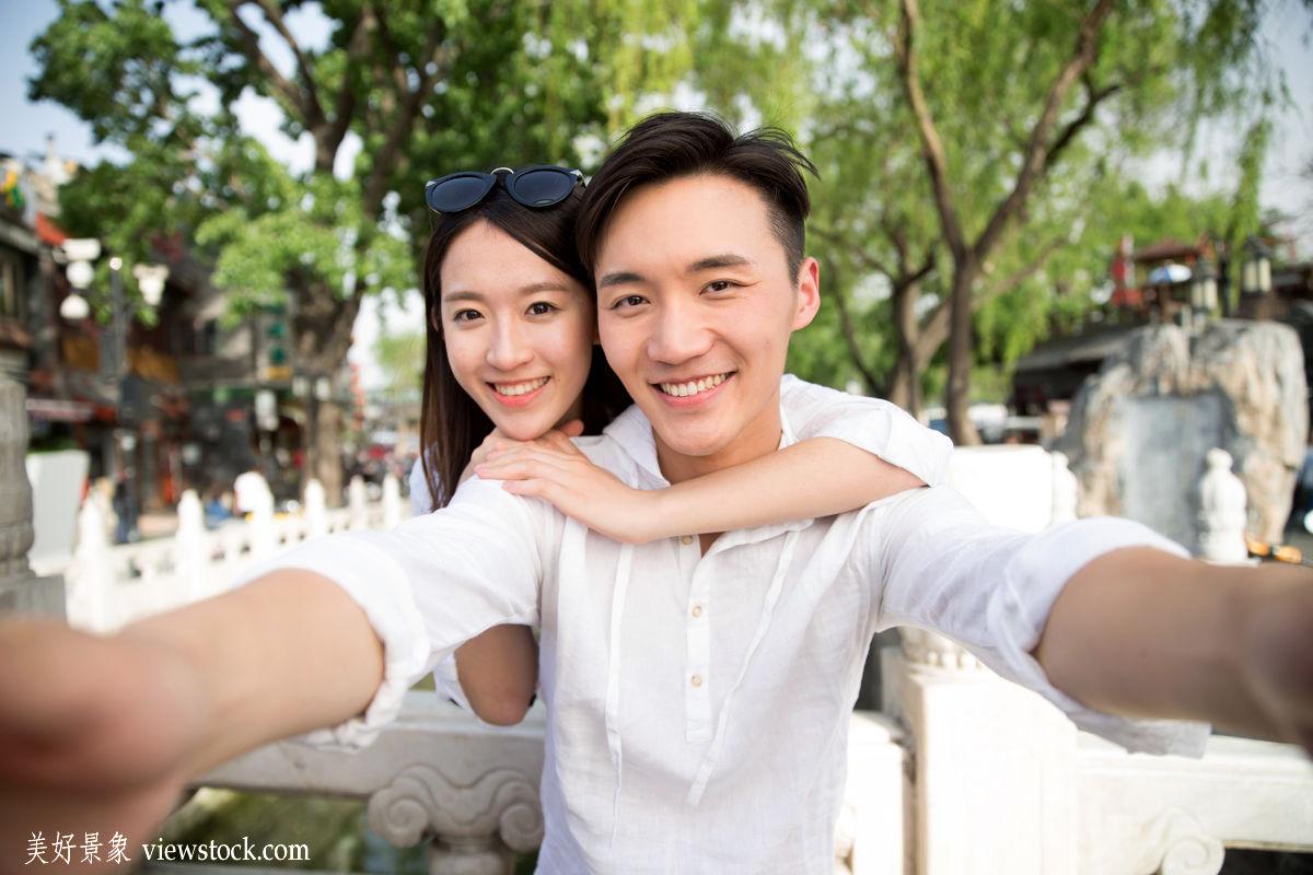 户外男人女人自然旅行水环境中国幸福两个人时尚河流