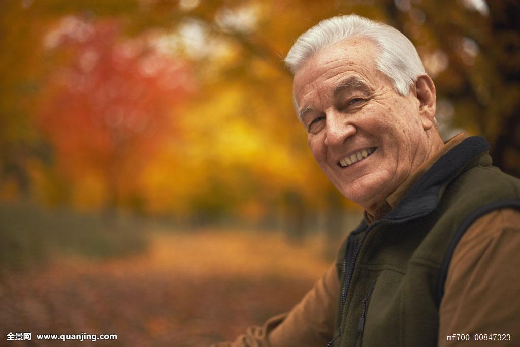 正在播放树林系列白发老头