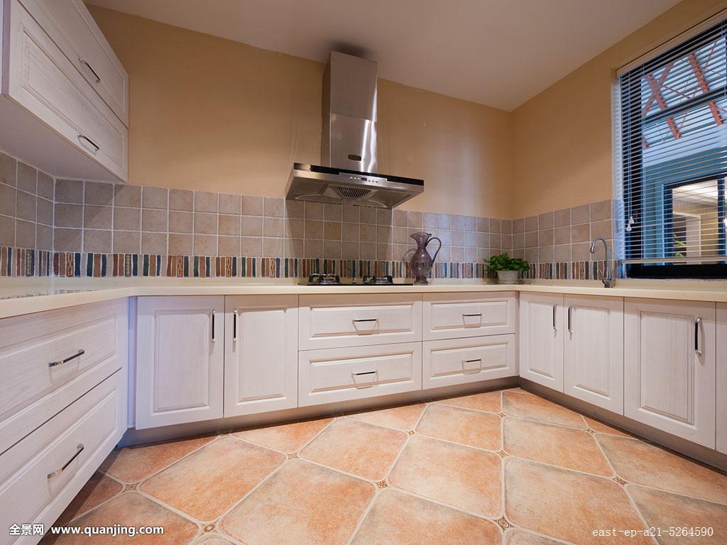地板砖扣橱柜,又想安像整体橱柜那样的碗架 调味架等,行不