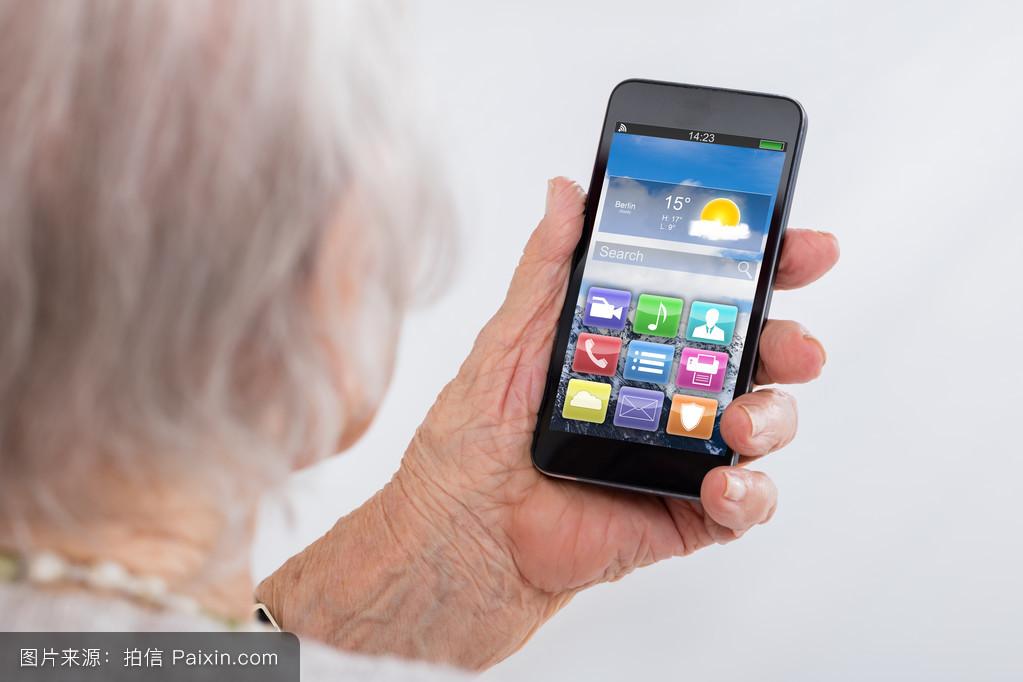 网络互联网女性的健康的智能手机电子的老人随便的天气显示