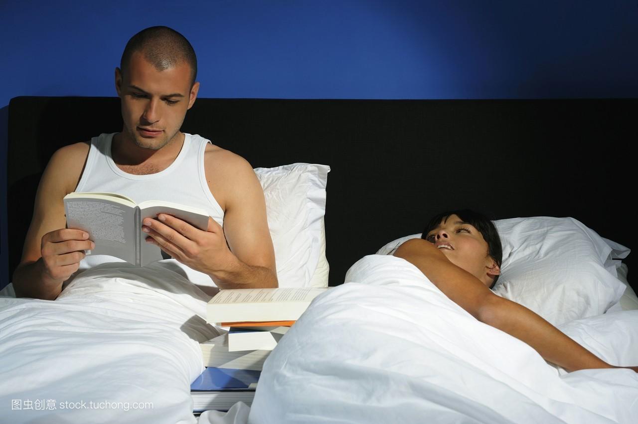 夫妻��d�9f�x�~j�>�X_夫妻,烦恼,书房,室内,蓝色,成年男人,梦想,争持,内容,30岁到40岁