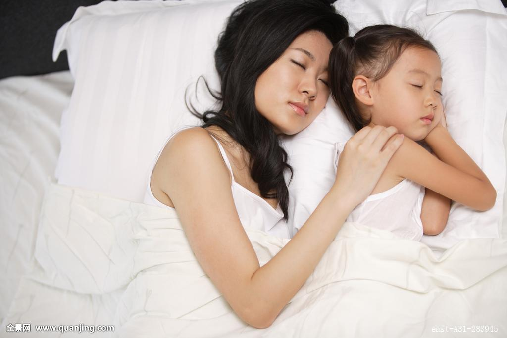子奸老妈avav网_熟睡中的妈妈和女儿