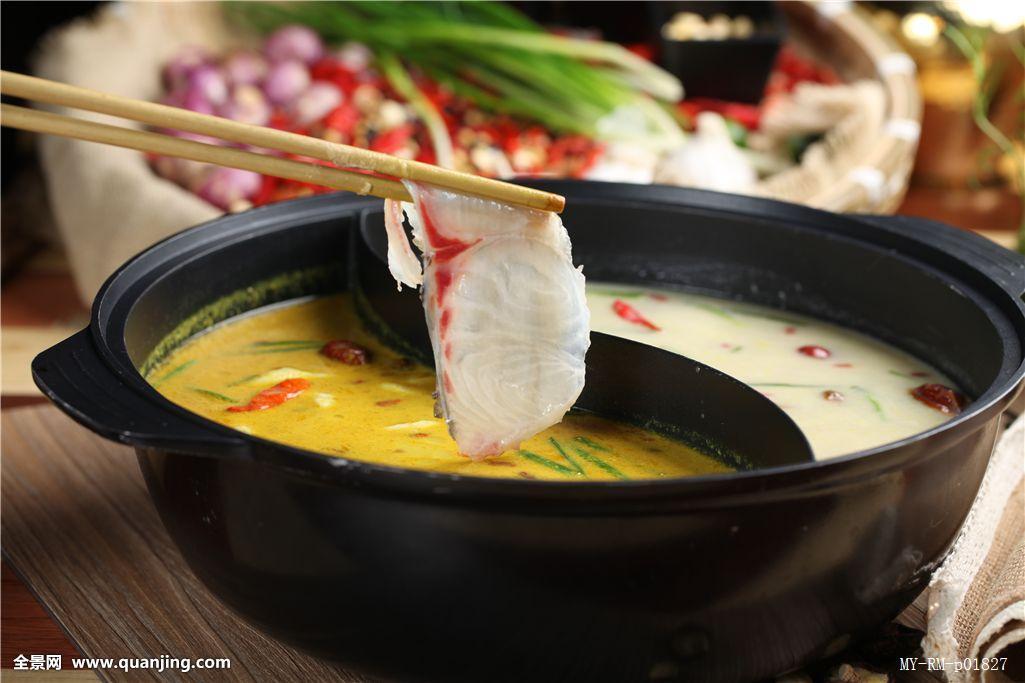 脆皖鱼片,咖喱火锅,台湾火锅,台式火锅,黄色,夹起,涮火锅,捞鱼片,汤锅图片