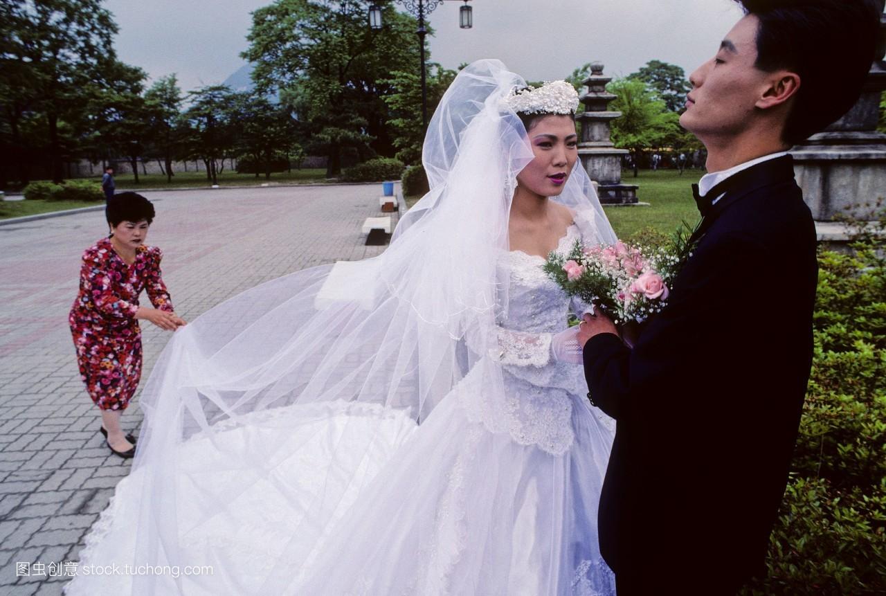 婚礼�y�-��ފӞj��_热恋,聚会,情绪,套装,男人,婚礼,新娘,夫妻,旅行,正装,新郎,人群