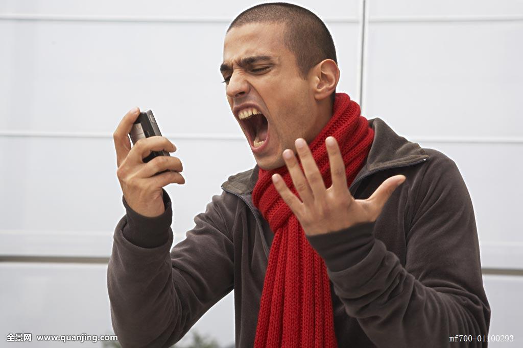 信息技术,围巾,沮丧,手势,光头,拿着,只有男人,黑发,棕发,黑褐色头发图片