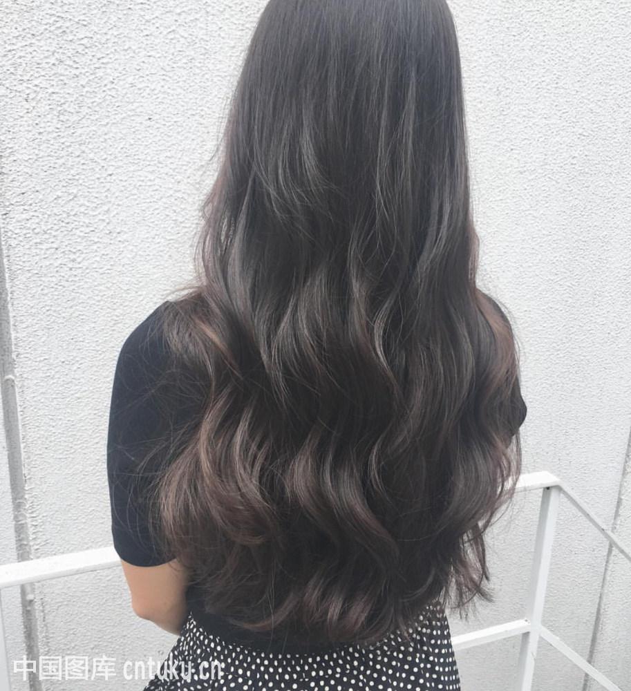 长发女生流行什么卷发 2014时尚长卷发发型图 2018年流行图片
