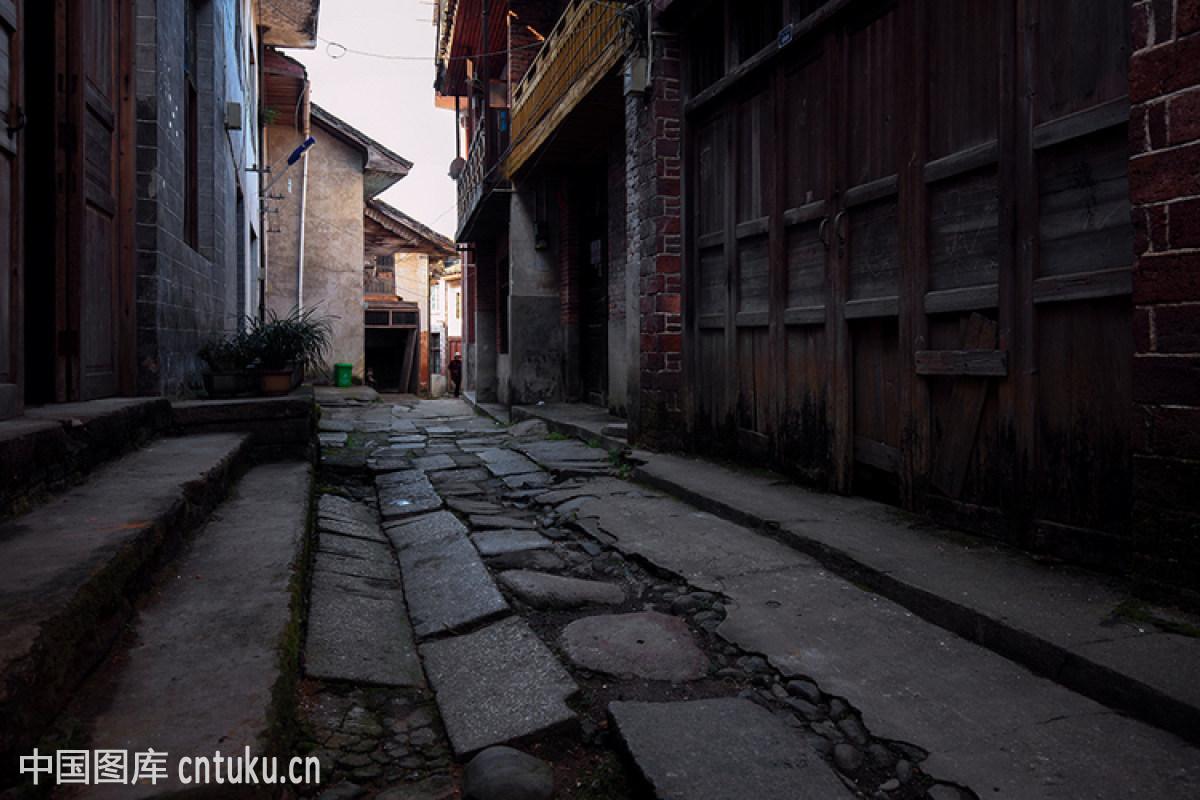风居住的街道钢琴版分享展示图片