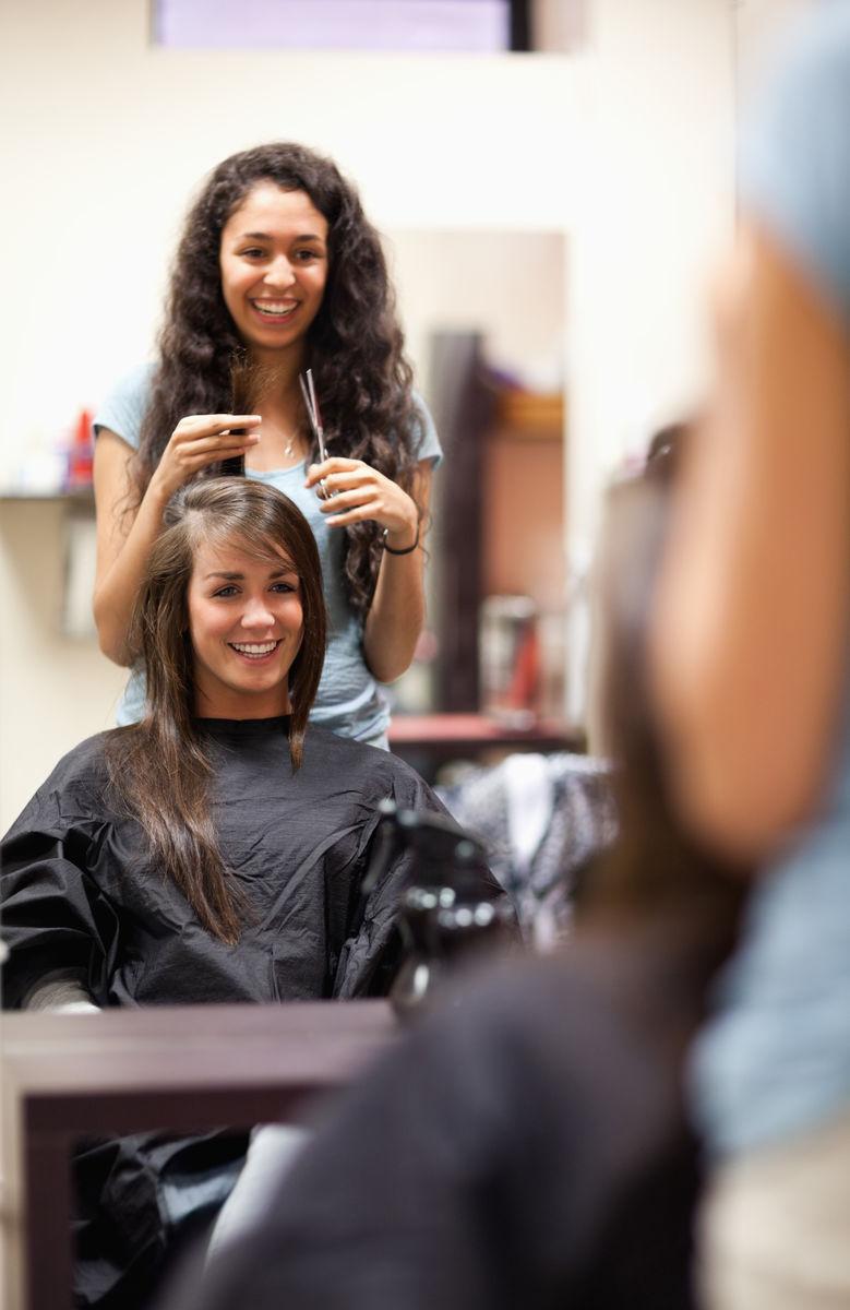 中国女发型师剪发图片展示图片
