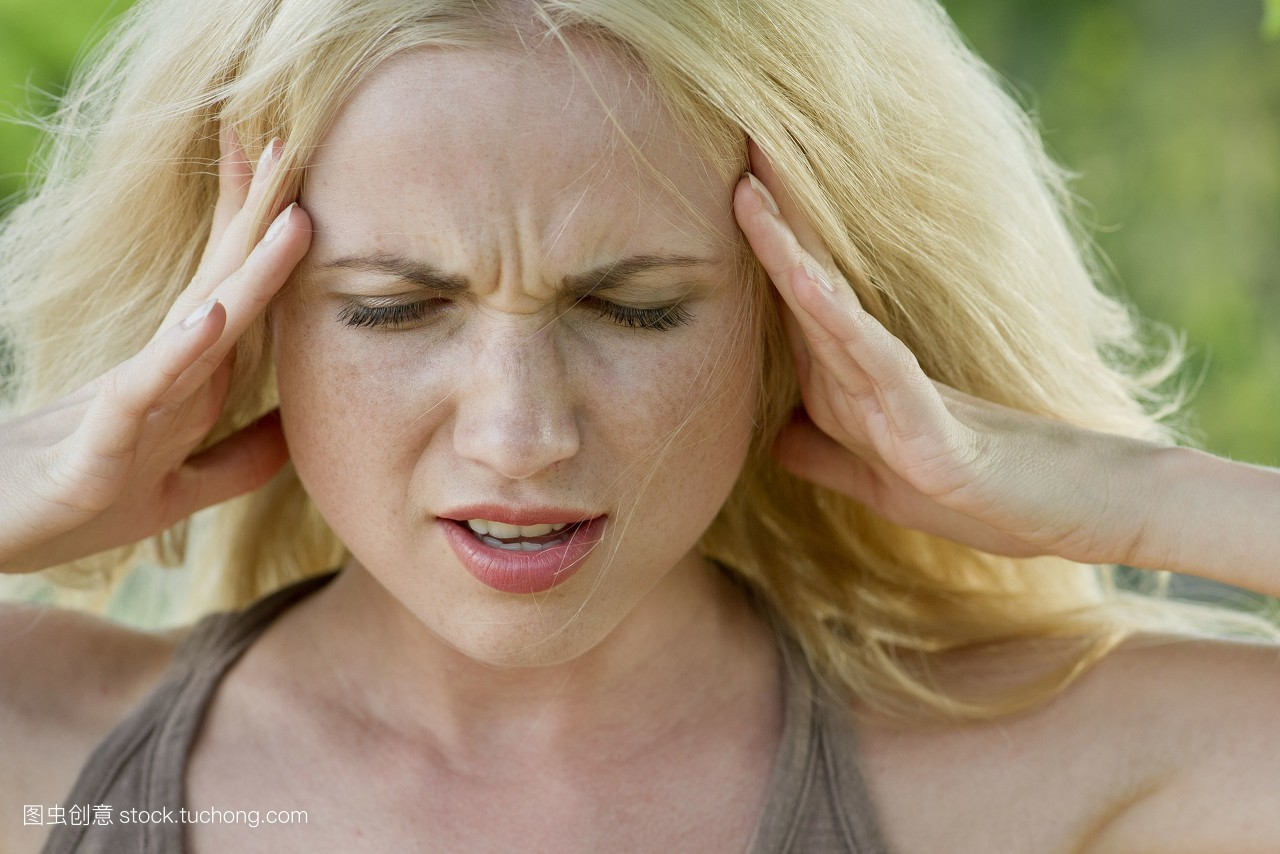 生病难受表情包 女人分享展示图片