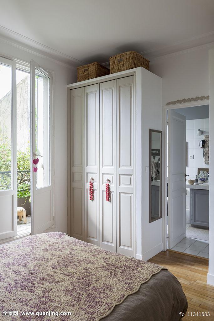 床,花,毯子,合适,衣柜,靠近,落地窗图片