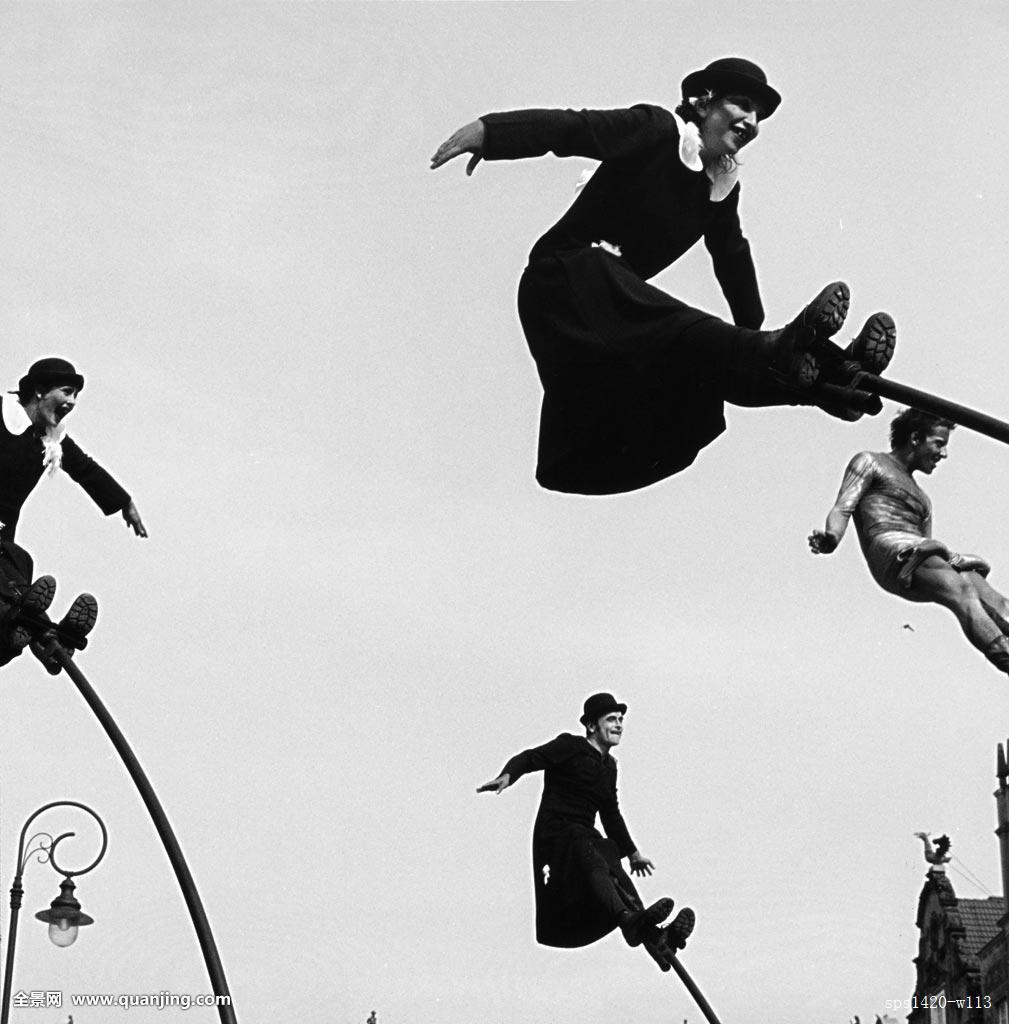 平衡_人,平衡,挑战,娱乐,杆,幽默,黑白,滑稽,竖图,技能,平衡性,单色调,角度