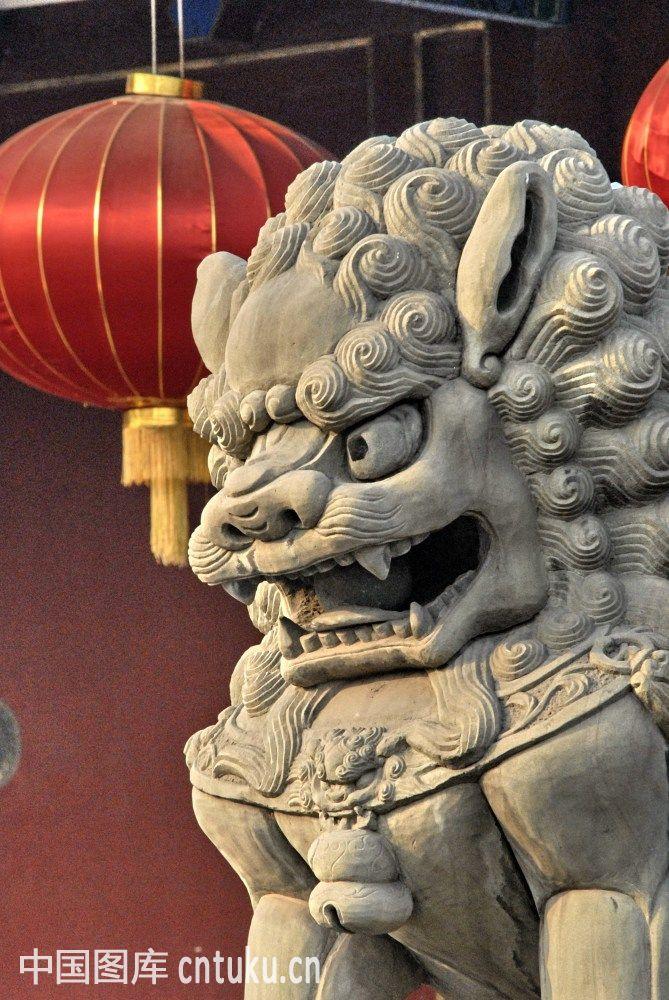 门前石狮子图片