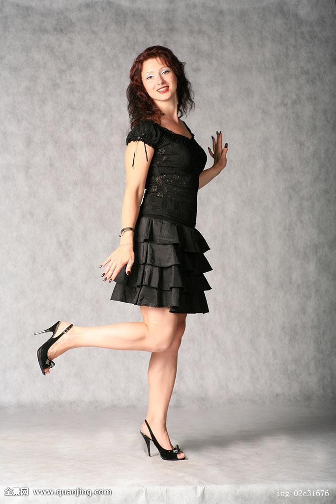 灰色,脚跟,微笑,上面,短裤,裸露,短小,黑发,长,头发,美,卷发,美女图片