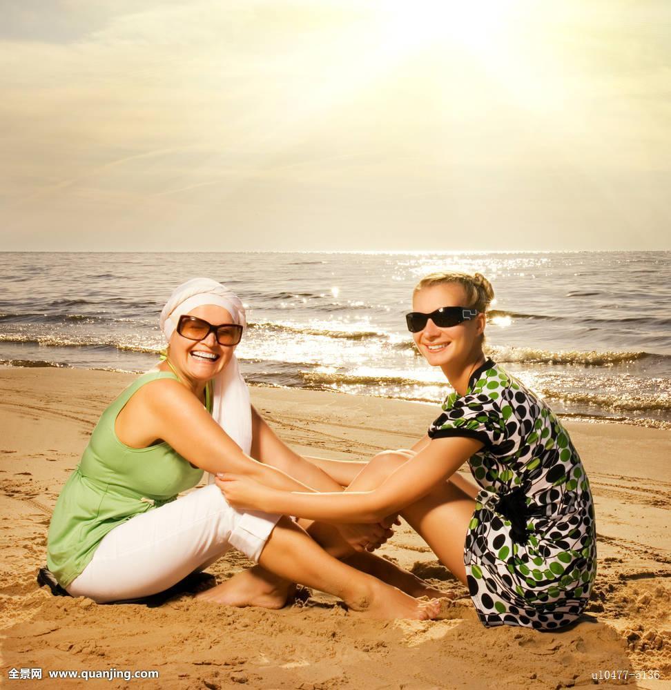 美女,女人美女图片游泳大全,海滩,坐,两个图片