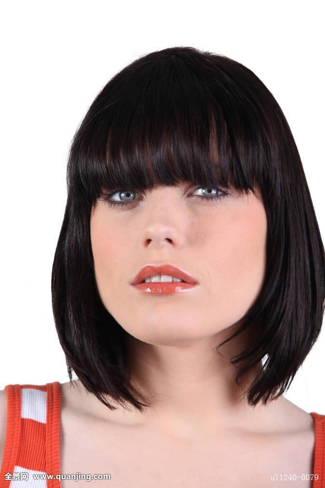 【中年女人短发发型】中年发型女图片
