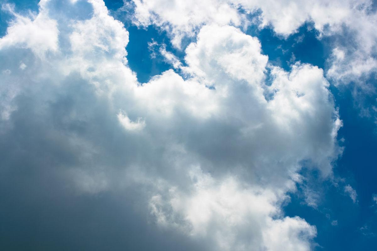 云,云朵,云霞,云彩,光,彩光,蓝天白云,天空,仰望,云层图片