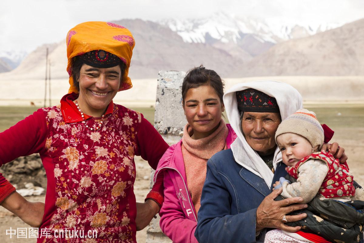 新疆女人��i&�f�x�_中国,户外,女性,婴儿,微笑,新疆