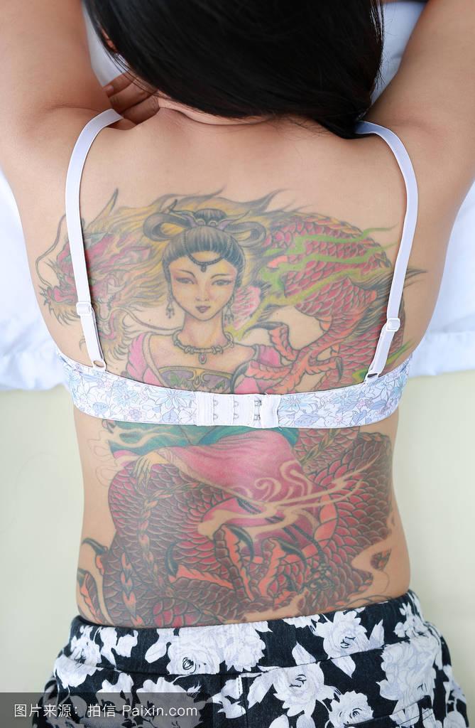 抗龙纹身图片