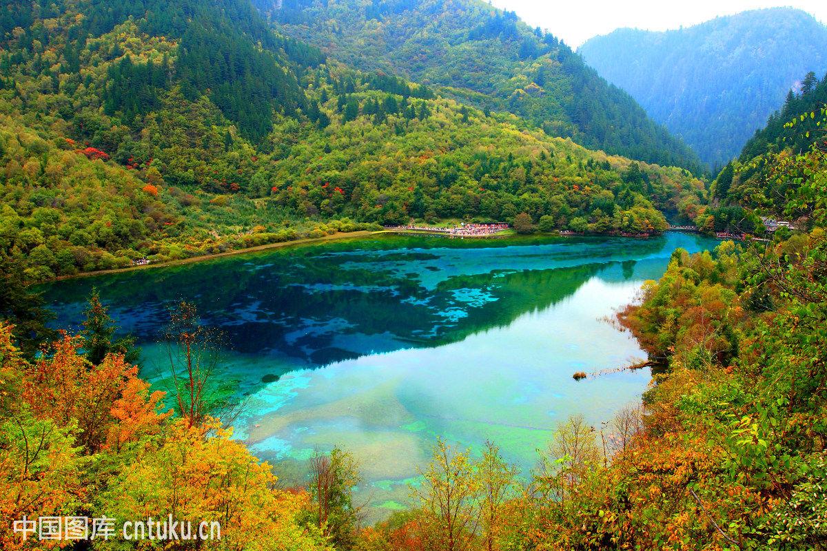 江苏,九寨沟县,昆山,蓝色,蓝天,旅行,绿色,名胜古迹,人类旅游,森林,山图片