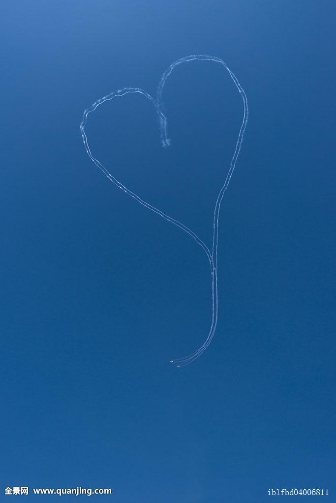 滑行,心形,直升飞机,喜爱,信息,运输,无人,户外,表演,形状,天空,烟,云图片