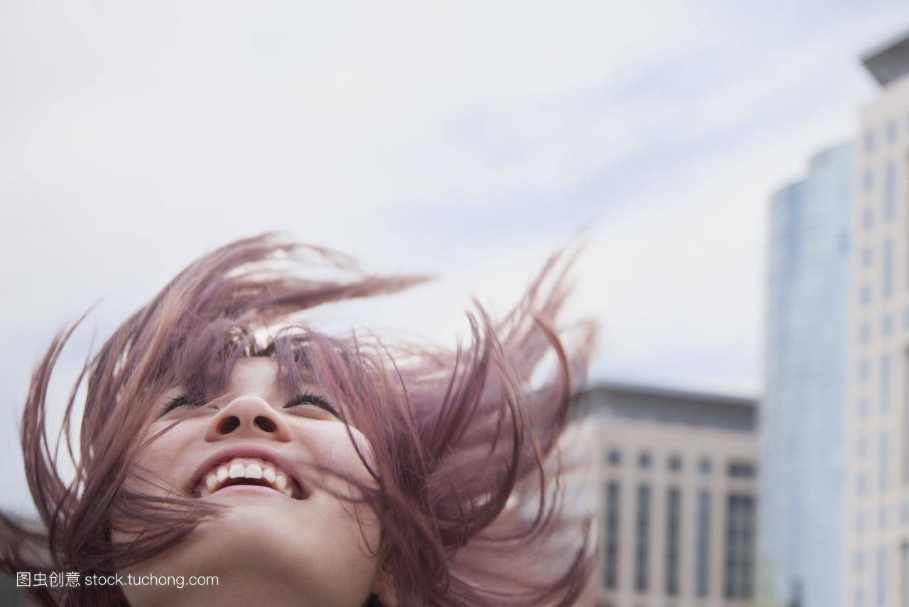 正面图,正视图,正面情绪,白天,笑容,风,白日梦,白昼,长发,女人,长头发图片