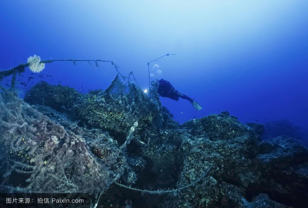 �mu�6_w.照片;2006年6月13日,潜水员和沉没的渔网(胶片扫描)-编辑