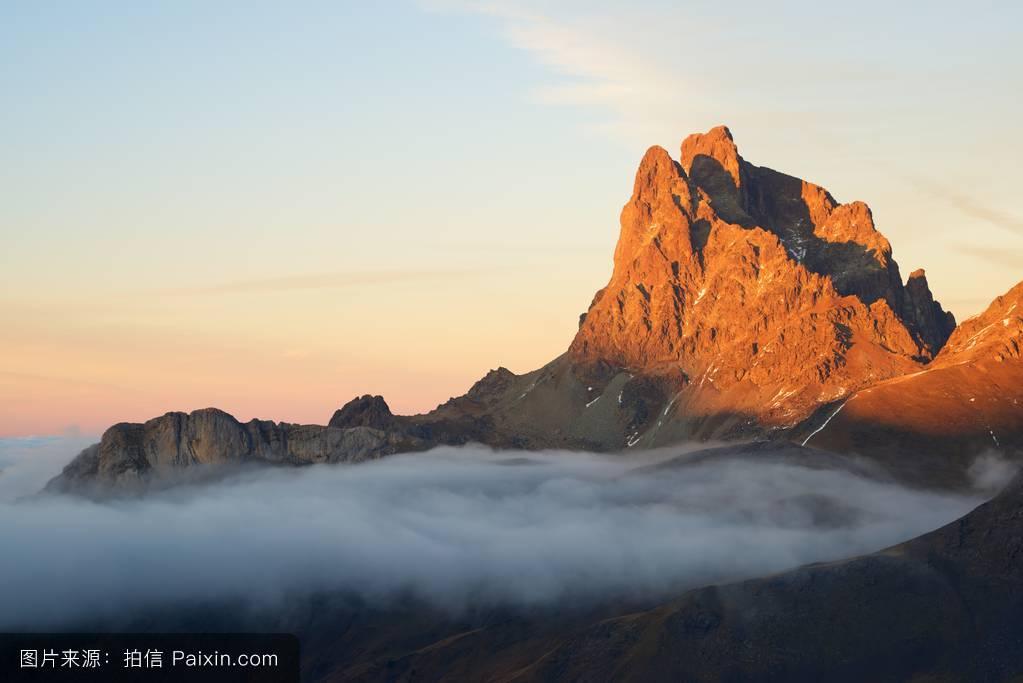 男女分手的囹�a_天空,蓝色,景观,观光,生态系统,顶峰,石,突然的,尖塔,自然,高的,雾