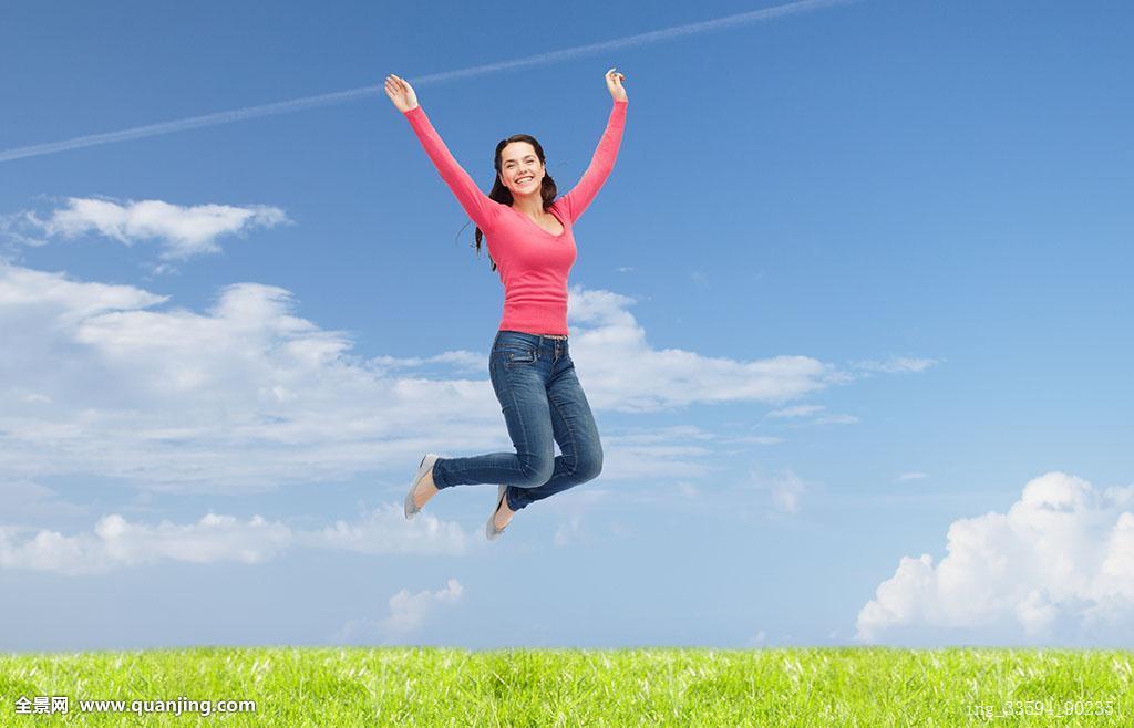 移动飞�y.&�b�y�-�-.yd%_高兴,自由,移动,夏天,人,概念,微笑,少妇,跳跃,空中,上方,自然背景