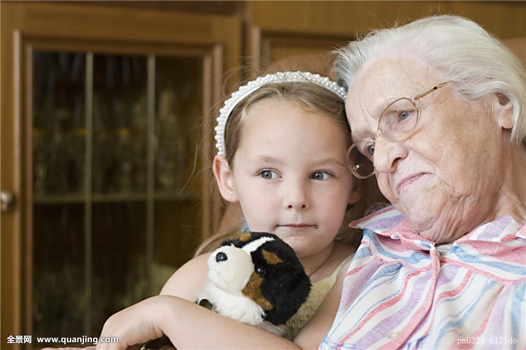 奶奶和孙子xinjiao_头像,奶奶,家人,孙子,信任,熟悉,孩子,安全,地点,家庭,女人,扶手椅