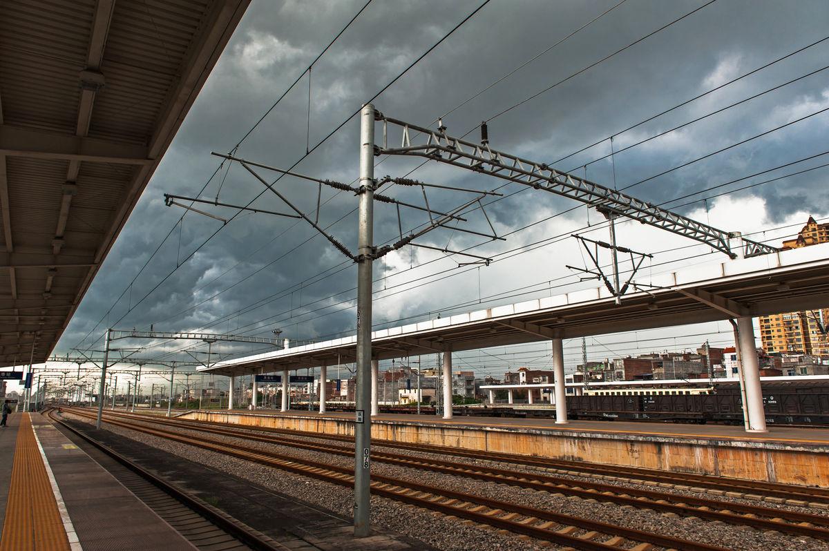 贵港的高铁站和火车站是在一起的吗图片