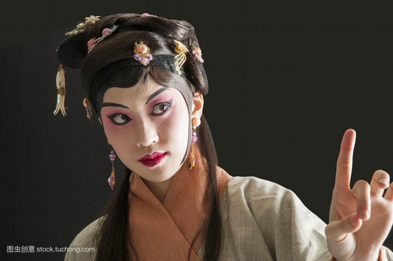 只有女人,戏服,假发,脸谱,艺术,艺术文化,古装,中华传统艺术,舞台妆图片