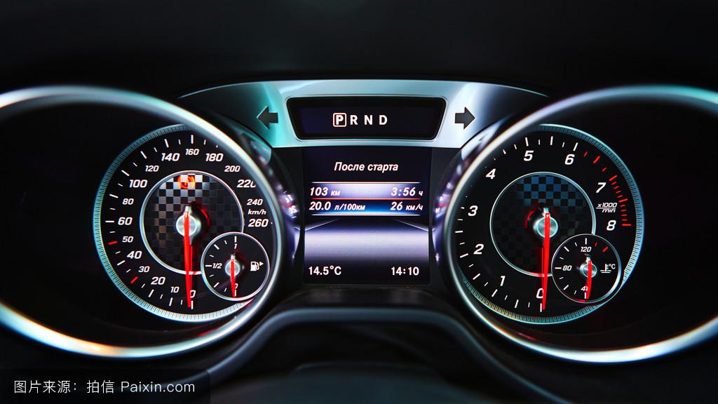 怎么突然就显示提示加油了呢 汽车里程表上出现了一幅图 是一辆汽车高清图片