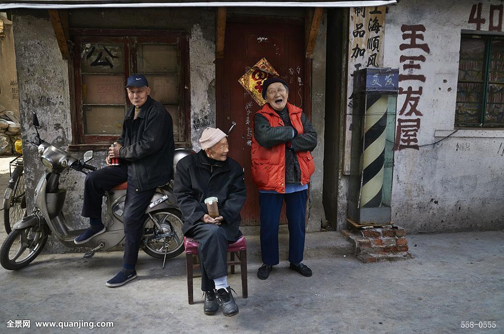 农村老人悼�z#���_街道,小巷,老房子,旧建筑,农村,乡村,路人,老人,男人,女人,单车,电动