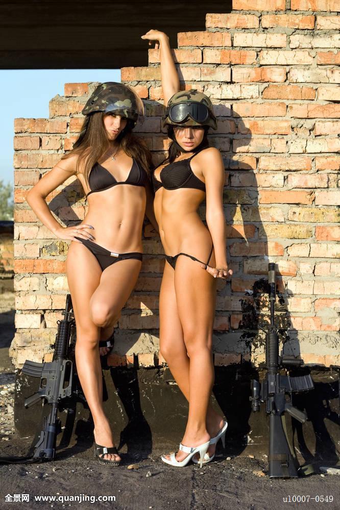 美女腚眼子囹�a��(�-c_第六军事网美女囹 两个,女人,内衣,美女,性感,白人,女性,魅力,红色,砖