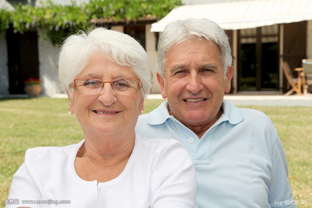 白发老头裤裆大包图片