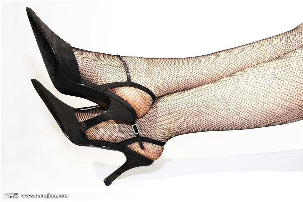 戴手铐脚镣的女人