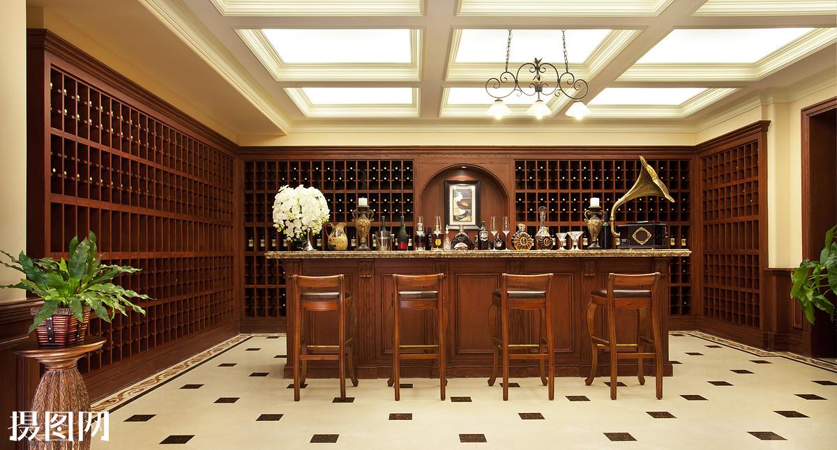 酒柜,酒吧,吧台,家庭式酒吧,瓶子,洋酒,酒,留声机,房地产,空间,室内图片
