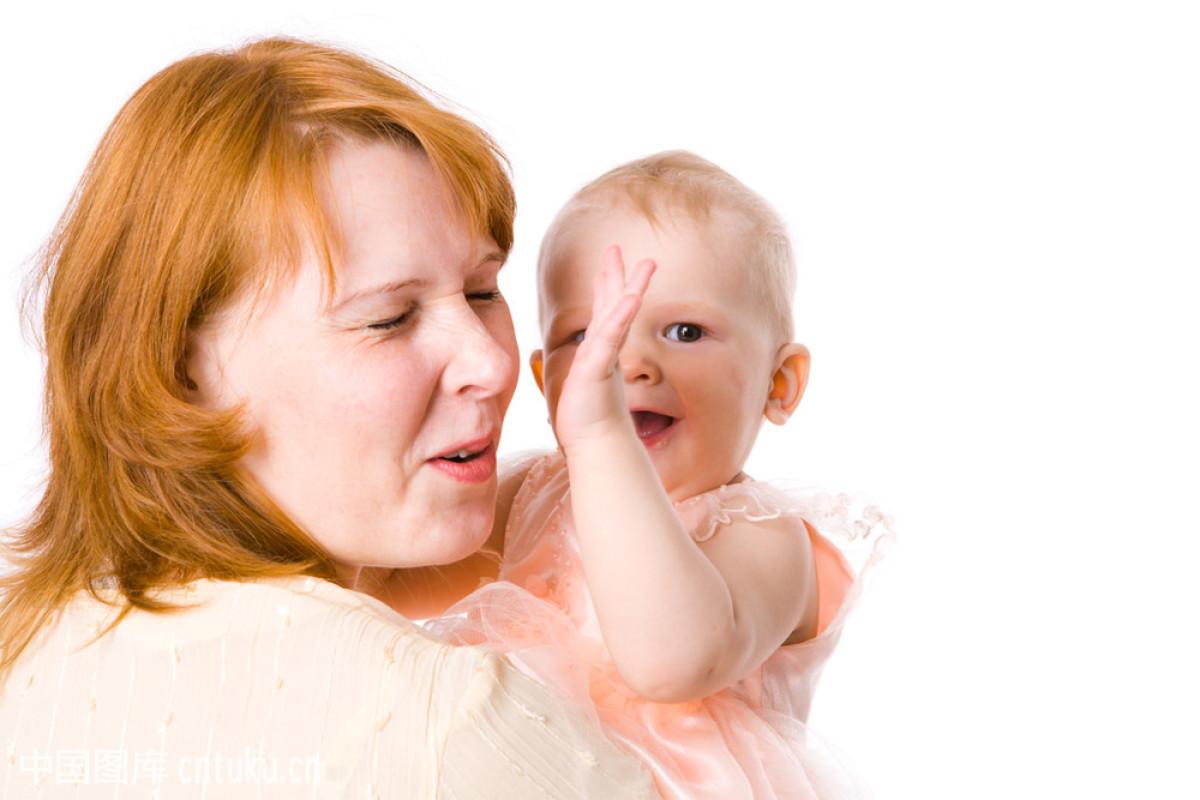 宝宝玩妈妈图片