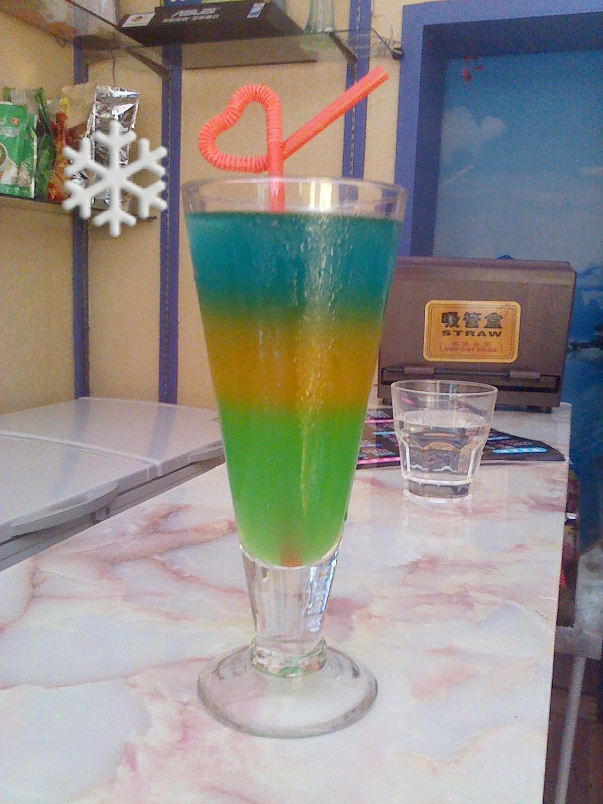 三色果汁_这杯三色分层果汁饮料肿么样?求围观,求评论啊!