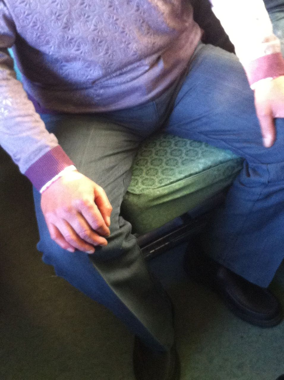 火车上偷帆布鞋