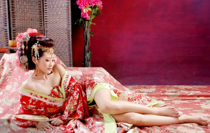 【古风】绝色古典美女配华丽的背景