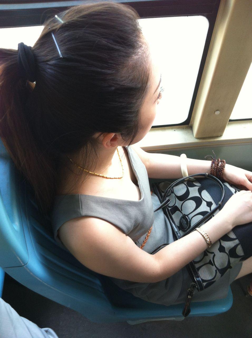 公交车上的美女'就是咪咪小了点