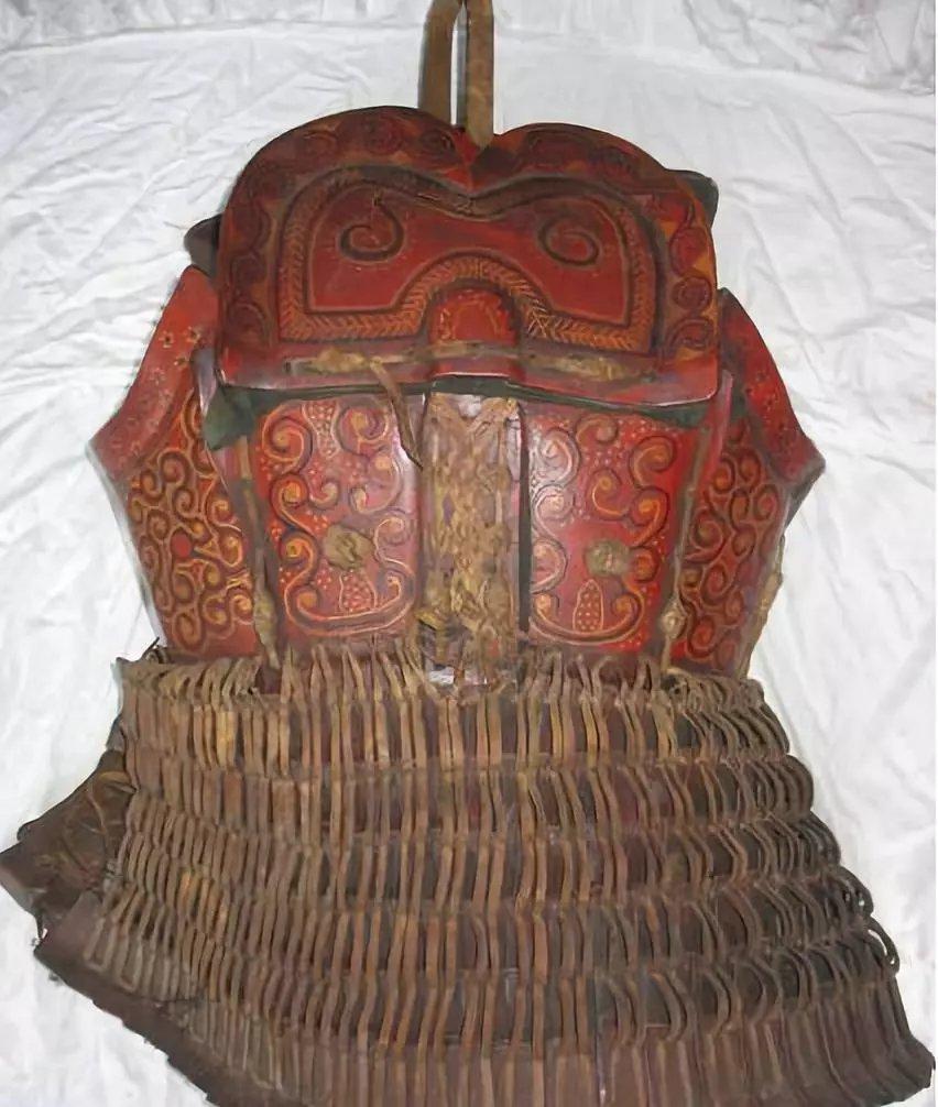 中国皮甲_为了提高耐用性和强度,中国的皮甲往往都会裹上厚厚的大漆