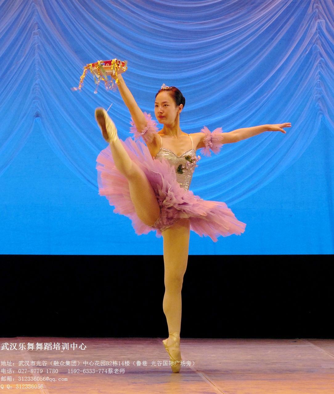 简单舞蹈教学_我想要三分钟左右的舞蹈视频简单容易学的