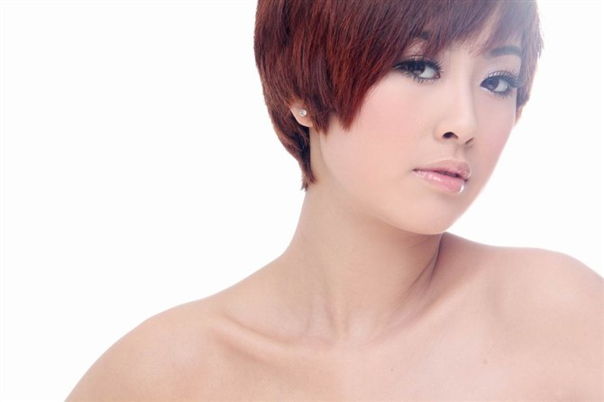 女性生植噐艺术照_比伯短发艺术照分享展示