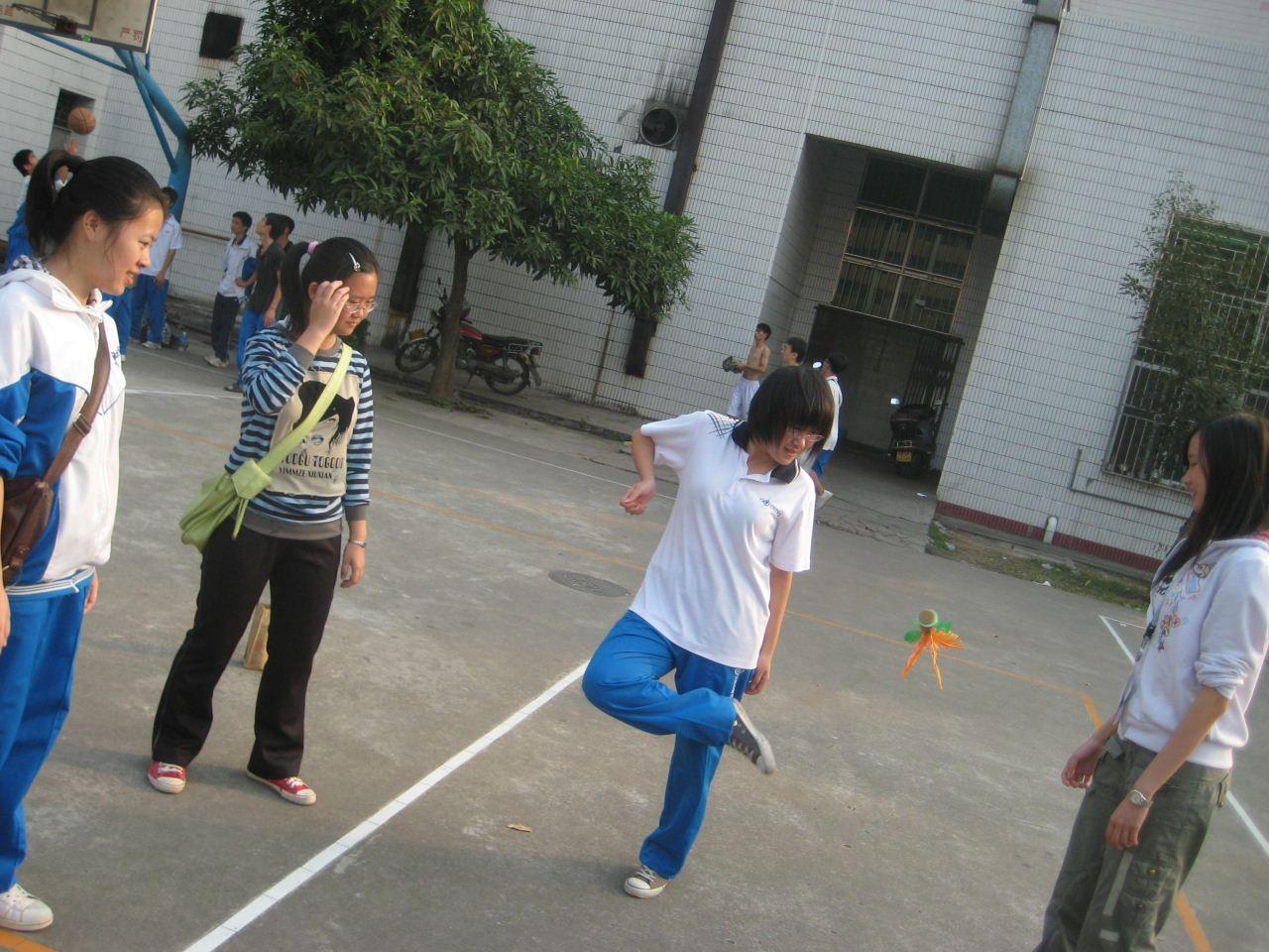 http://imgsrc.baidu.com/forum/pic/item/738b4710b912c8fcd9c16c86fc039245d688214e.jpg_茂名市一中校服是啥样的?真图!!!!!!!!_百度知道