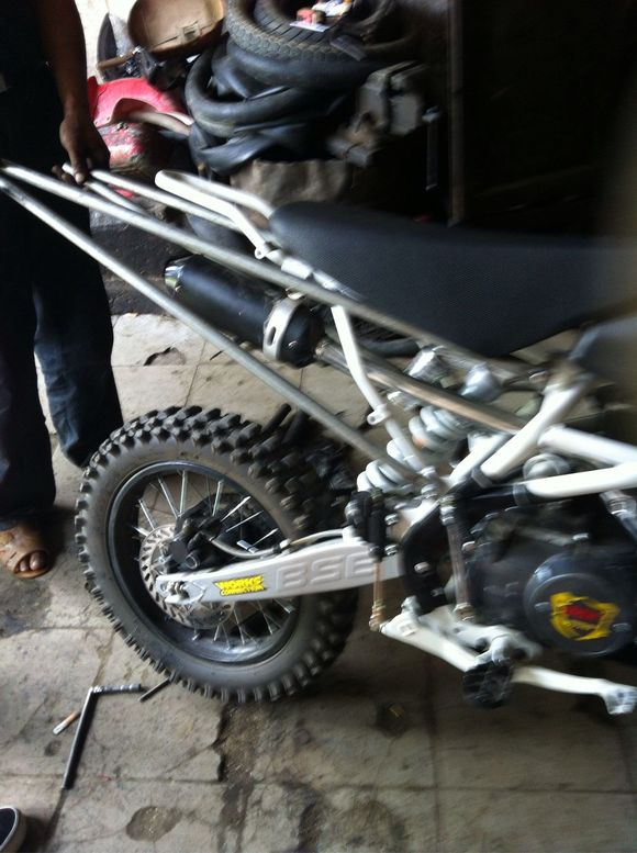 无规则特技车_特技摩托车改装教程-特技摩托改装视频教程,玩特技用什么摩托车 ...