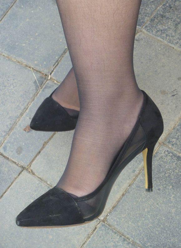 黑丝袜脚夹射_射丝足_射高跟黑丝-7262图片网