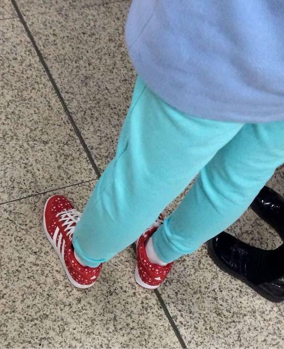 女孩皮鞋吧图_莲秀图院白袜子女生图片_莲秀图院白袜子女生图片下载